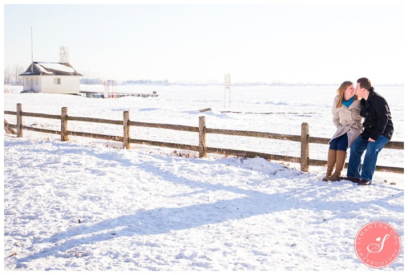 Downtown-Toronto-Snowy-Winter-Engagement-Photos-Cherry-Beach-03