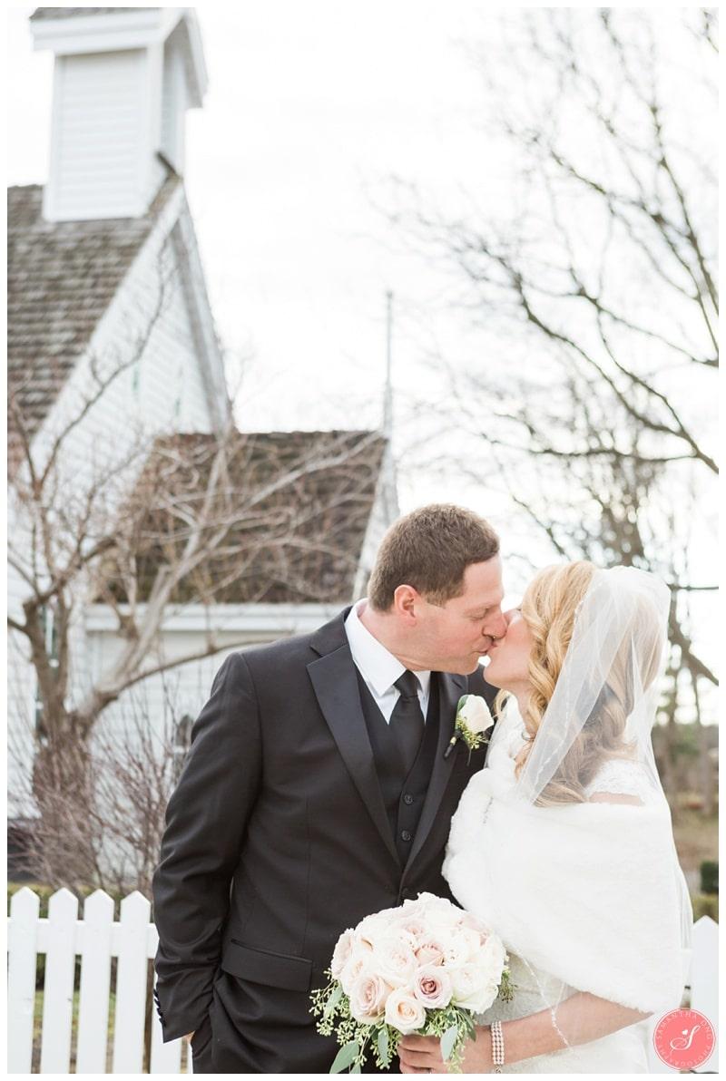 Elegant-Doctors-House-Winter-Kleinburg-Wedding-Photos-34