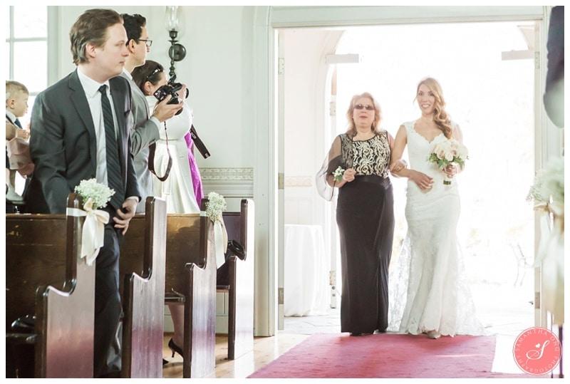 Elegant-Doctors-House-Winter-Kleinburg-Wedding-Photos-9