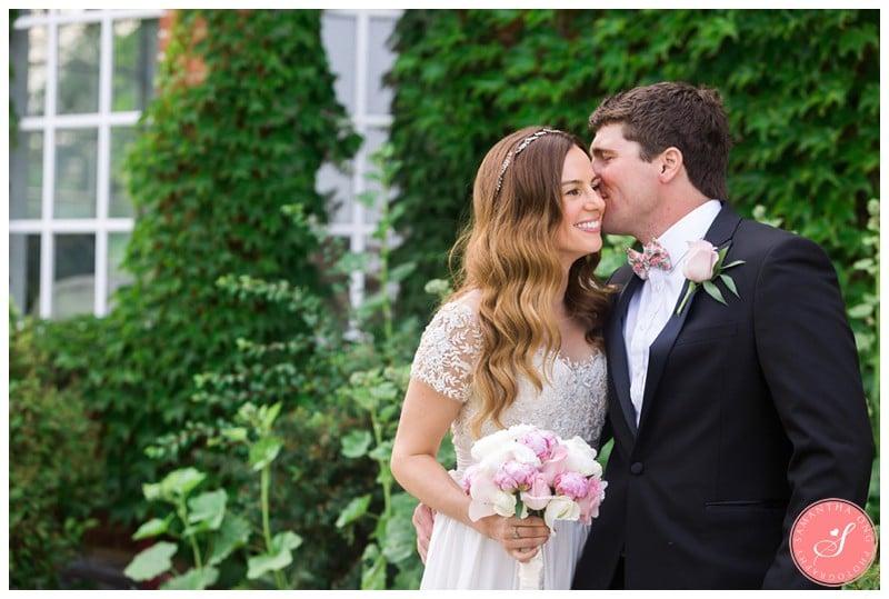 Garden-Ontario-Cottage-Summer-Wedding-Photos-8