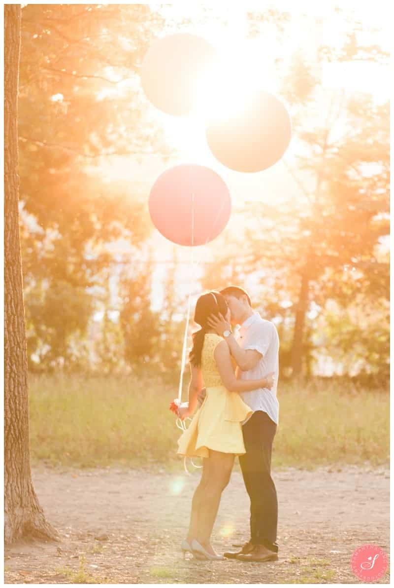 Toronto-Whimsical-Engagement-Photos-Cherry-Beach-00003