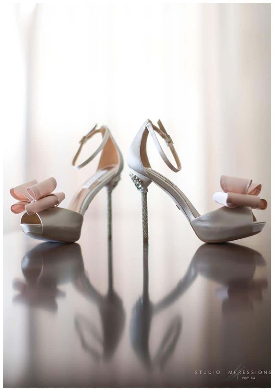 Bali-Uluwatu-Villa-Anugrah-Wedding-Photos-42-Badgley-Mischka-Shoes
