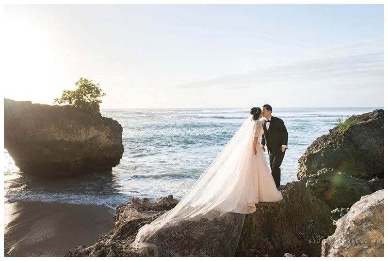 Bali-Uluwatu-Villa-Anugrah-Wedding-Photos-77-Beach-Portraits