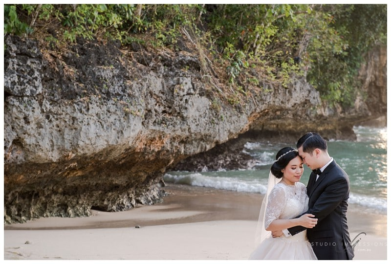Bali-Uluwatu-Villa-Anugrah-Wedding-Photos-85-Beach-Portraits