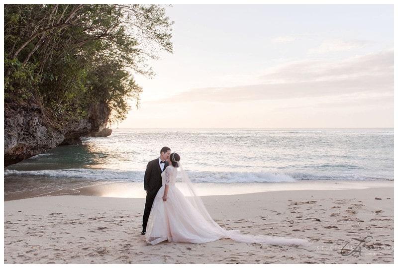 Bali Uluwatu Wedding Photos Romantic Scenic Timeless