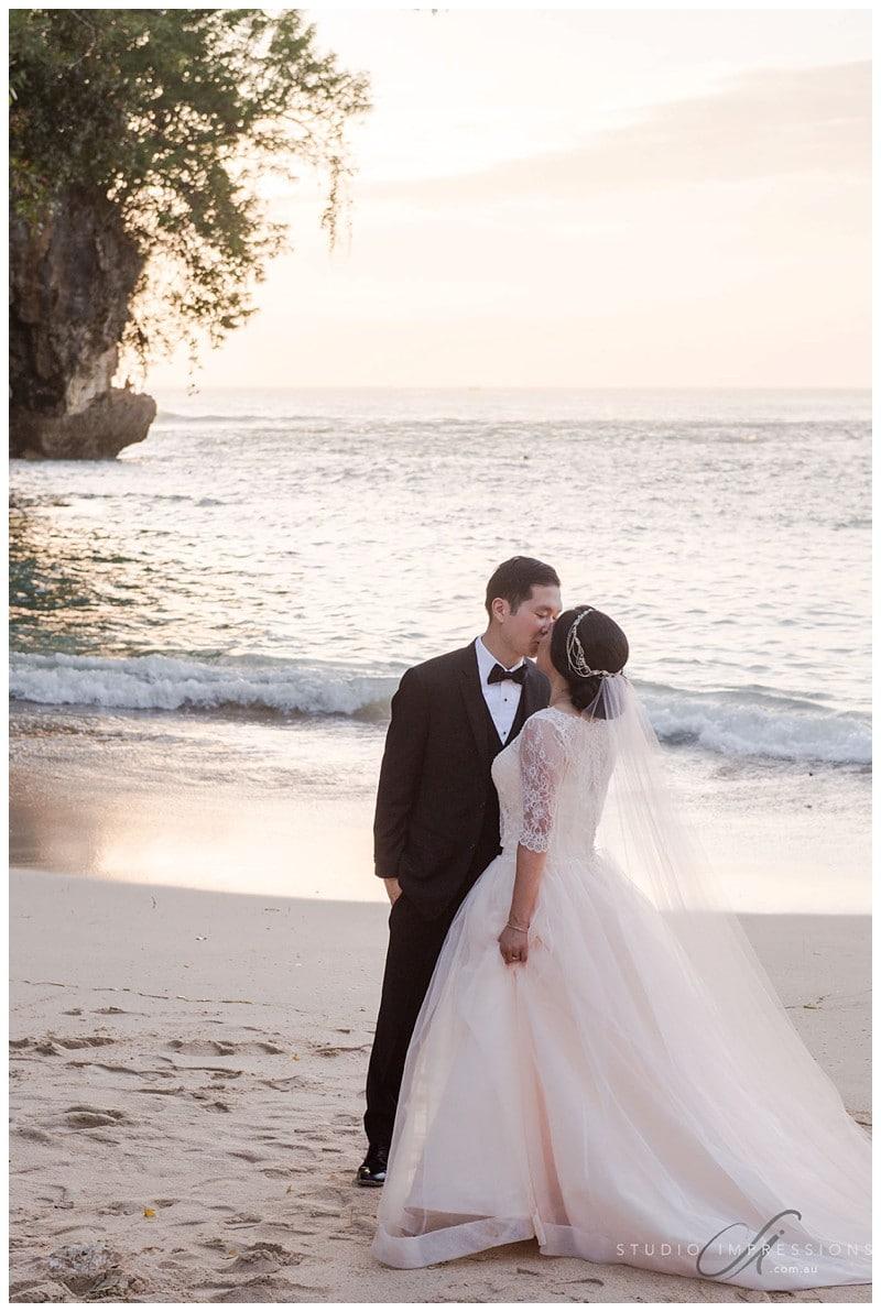 Bali-Uluwatu-Villa-Anugrah-Wedding-Photos-87-Beach-Portraits