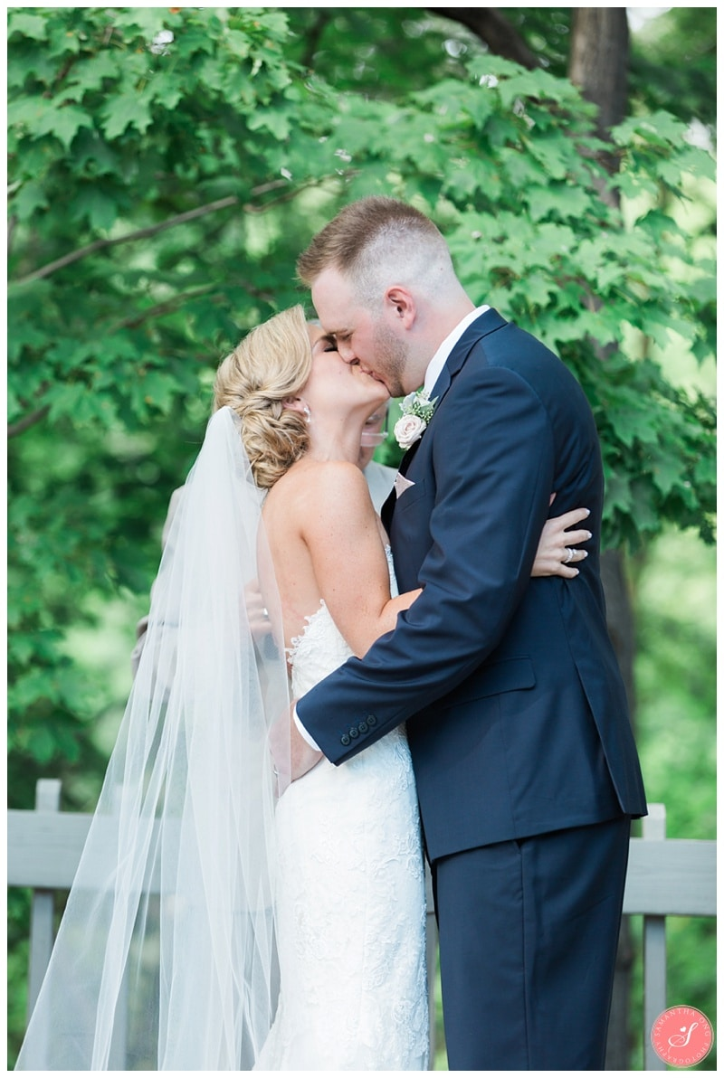 Glenerin-Inn-Mississauga-Romantic-Summer-Wedding-Photos-53-Ceremony