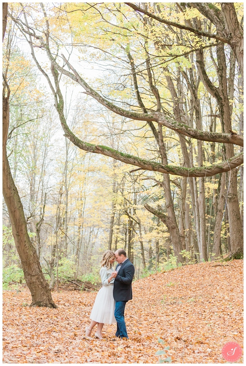 oakville-fall-forest-romantic-engagement-photos-10