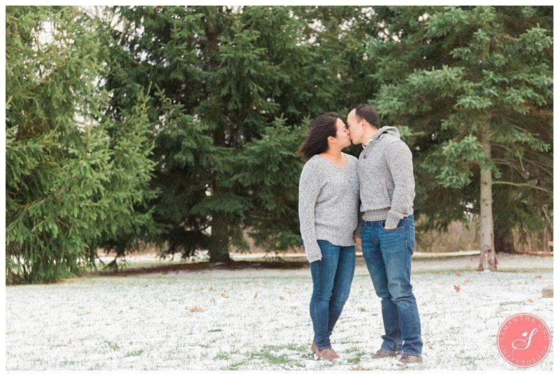 sunnybrook-park-toronto-winter-engagement-photos-1